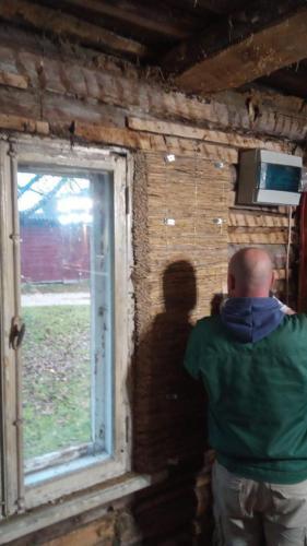 Pillirooplaadi paigaldamine aknapaleks Ivari toas