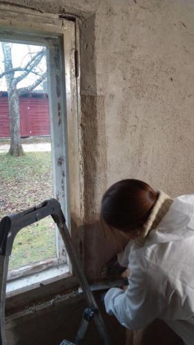 Dzhuudivõrgu paigaldamine lubikrohvitud aknapaledele (1. kiht, Ivari tuba)